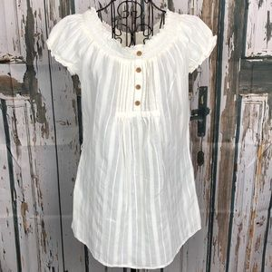 Ladies cream colored top with wood buttons